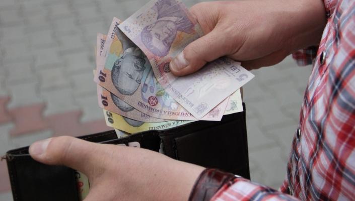 salariul_minim_crescut_la_750_de_lei_iar_punctul_de_pensie_cu_patru_procente1359715978_29010000